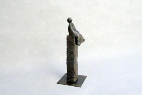 Sculpture terre cuite personnage - Dans la lune - H30 cm